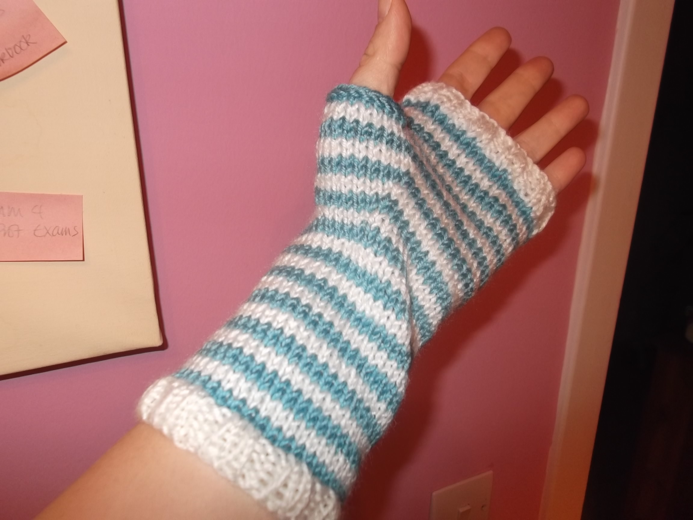 Knit Fingerless Gloves Pattern Straight Needles : Fingerless Gloves - Stashbusting project - Mortgage Free in Three